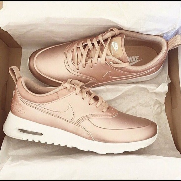 brand new 6d4cc 4707f Women s Nike Air Max Thea in Rosegold. M 5bdef3774ab63314c14366d6